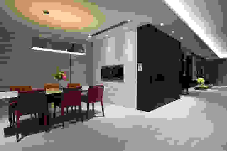 Comedores de estilo minimalista de 黃耀德建築師事務所 Adermark Design Studio Minimalista