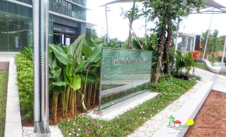 PT. Kampung Flora Cipta Офисные помещения в тропическом стиле Зеленый