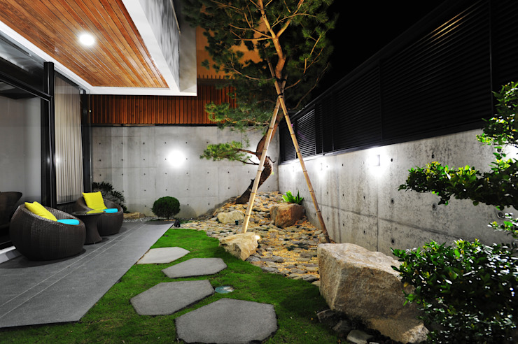 庭院 根據 黃耀德建築師事務所 Adermark Design Studio 簡約風