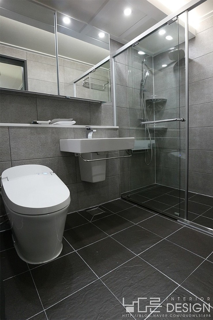 월성푸르지오 48평형 모던스타일 욕실 by 남다른디자인 모던
