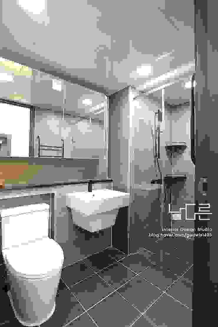 Modern bathroom by 남다른디자인 Modern