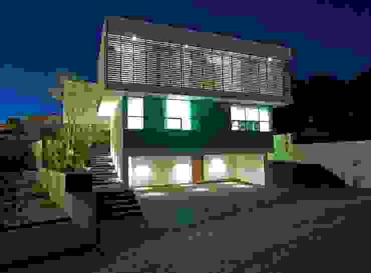 Casa Minimalista en Zapopan de TaAG Arquitectura Minimalista Compuestos de madera y plástico
