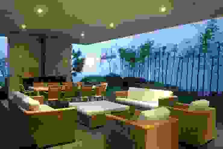Casa Minimalista en Zapopan Salones minimalistas de TaAG Arquitectura Minimalista Compuestos de madera y plástico
