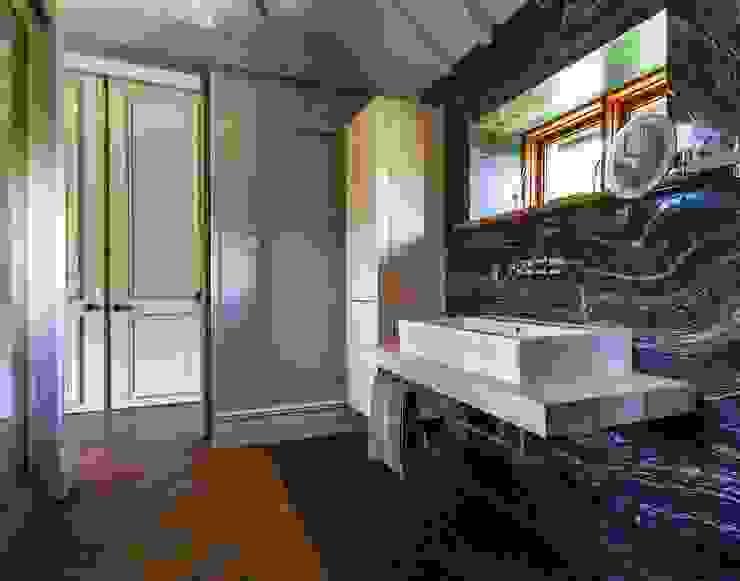 Baños de estilo  por Pfeiffer Design Ltd, Moderno