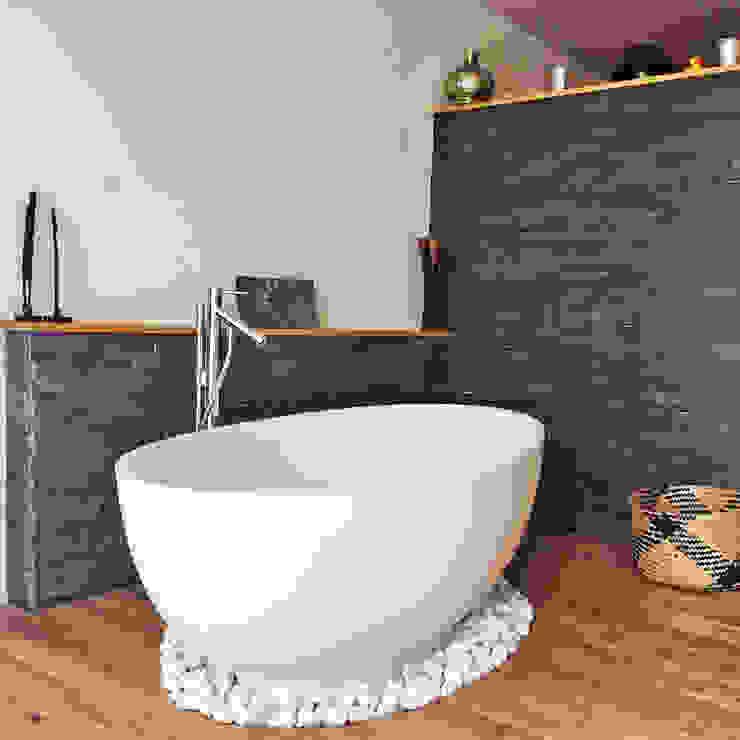 Phòng tắm phong cách hiện đại bởi Maxxwell AG Hiện đại Thạch anh