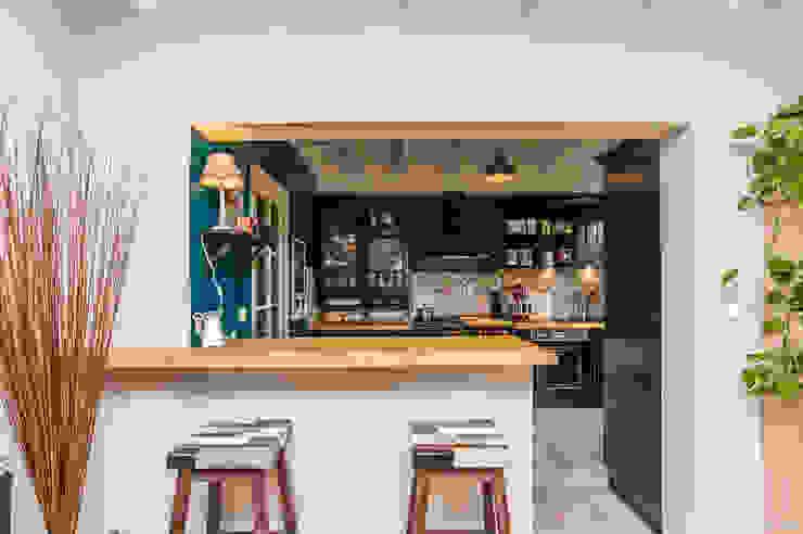 La Maison Des Travaux du Muretain Modern kitchen Blue