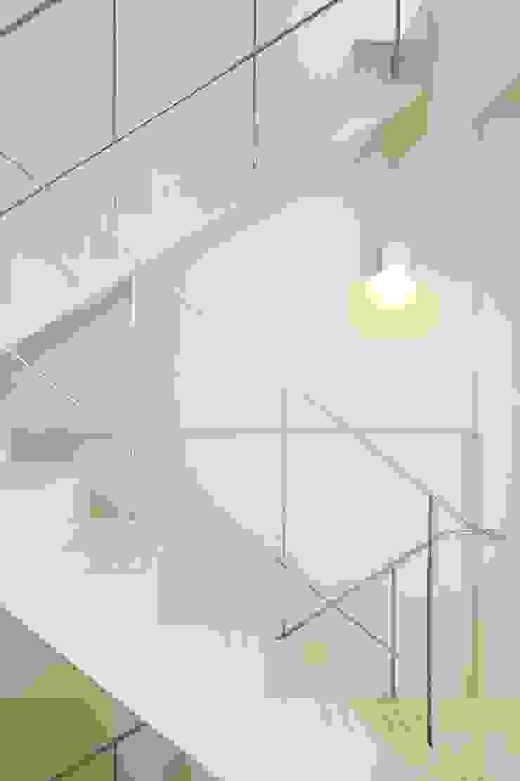 Mẫu thiết kế nhà phố 2 tầng 1 sân thượng 5x20 m2 kết hợp văn phòng mộc mạc và gần gũi: mộc mạc  by Công ty Cổ phần Thiết kế Xây dựng Bộ Ba, Mộc mạc