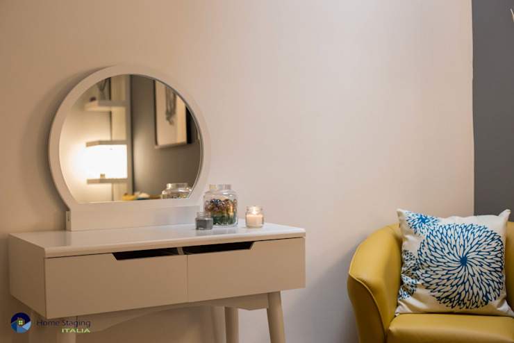 Senza emozioni la vita è solo un orologio che fa TIC TAC ...: Camera da letto in stile  di Creattiva Home ReDesigner  - Consulente d'immagine immobiliare, Eclettico