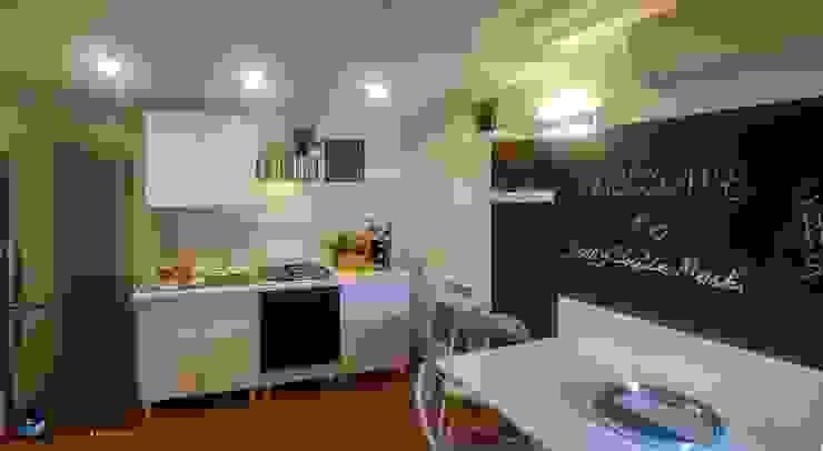 مطبخ تنفيذ Creattiva Home ReDesigner  - Consulente d'immagine immobiliare