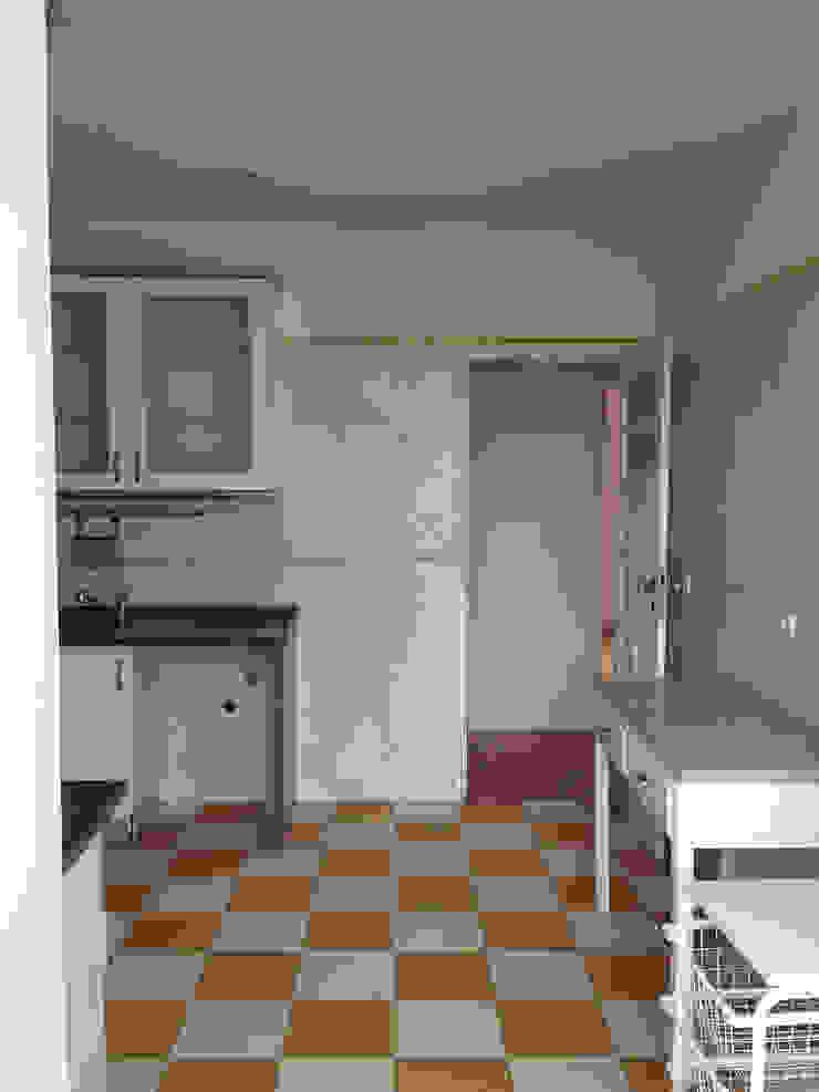 Remodelação de apartamento na Avenida Almirante Reis - antes da intervenção by Esfera de Imagens Lda