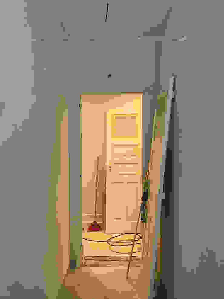 Remodelação de apartamento na Avenida Almirante Reis - durante a intervenção by Esfera de Imagens Lda