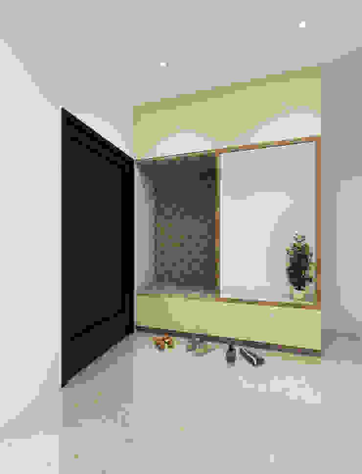 Pasillos, vestíbulos y escaleras modernos de Spaces Alive Moderno