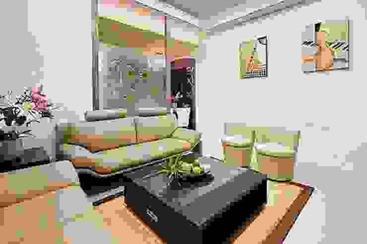 汐止饒公館 四房兩廳兩衛浴 53坪兩陽臺 现代客厅設計點子、靈感 & 圖片 根據 三印空間設計 現代風