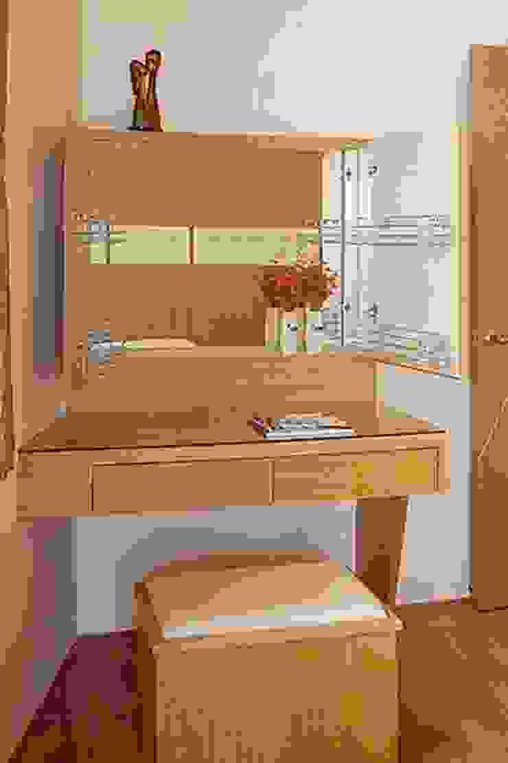 汐止饒公館 四房兩廳兩衛浴 53坪兩陽臺 現代浴室設計點子、靈感&圖片 根據 三印空間設計 現代風