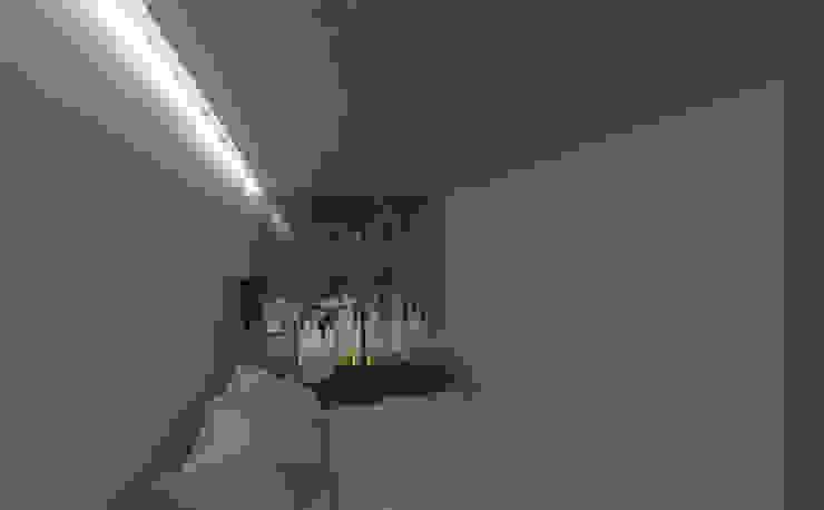 kamar tidur utama:modern  oleh studio moyn, Modern