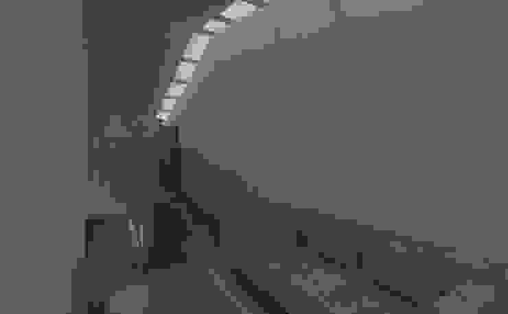 skylight:modern  oleh studio moyn, Modern