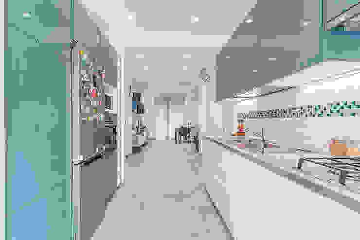 Modern Kitchen by Facile Ristrutturare Modern