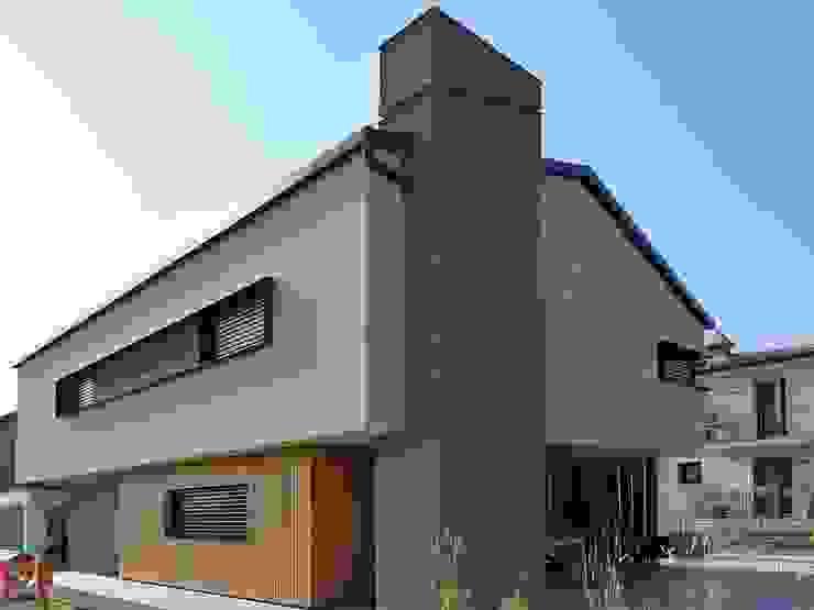 Villa in legno moderna a Flero (Brescia) Case in stile minimalista di Marlegno Minimalista Legno Effetto legno