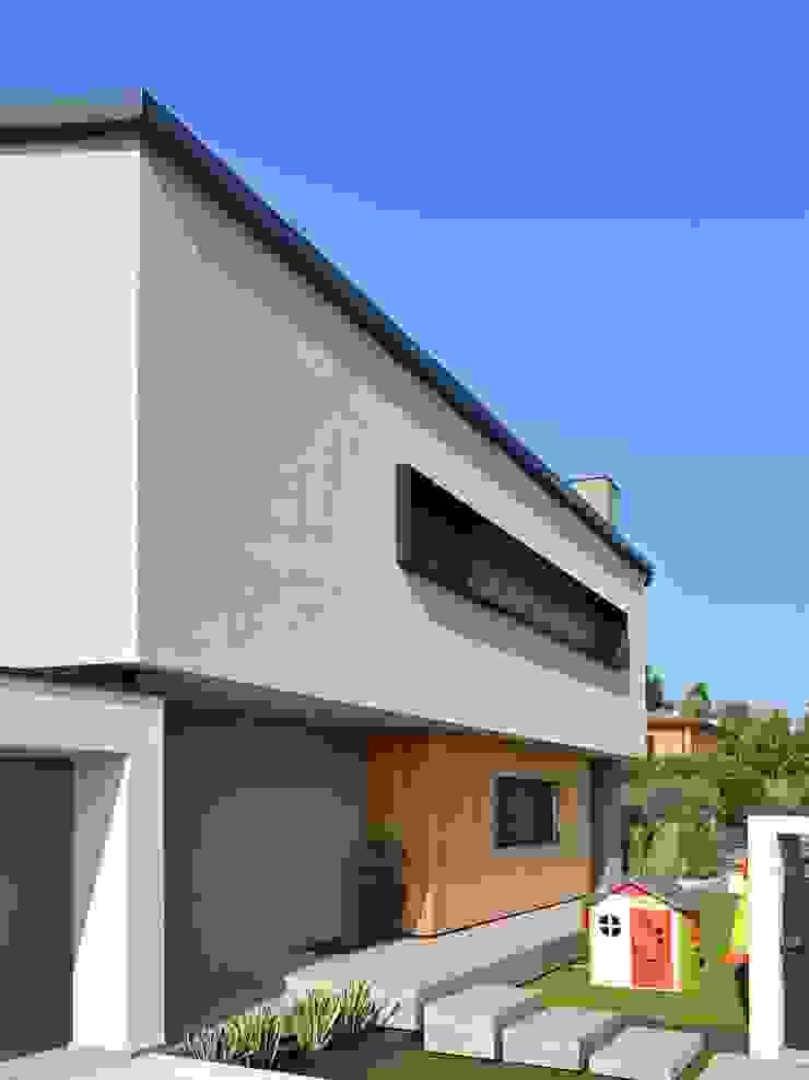 Villa in legno moderna a Flero (Brescia) di Marlegno Minimalista Legno Effetto legno