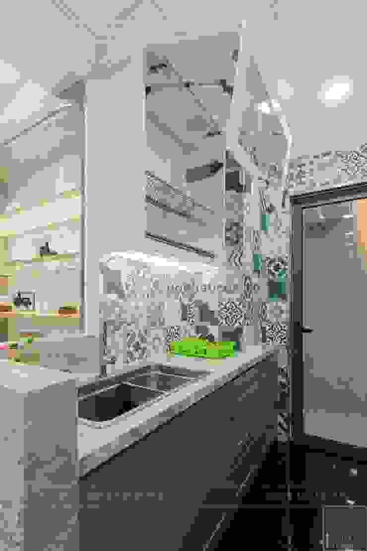 Toàn cảnh thực tế căn hộ THE TRESOR trong thiết kế nội thất Indochine Nhà bếp phong cách châu Á bởi ICON INTERIOR Châu Á
