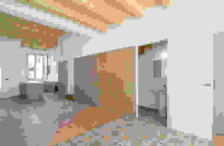 1405DV_Espacio en planta baja. Estar-comedor-aseo-cocina AlbertBrito Arquitectura Comedores de estilo moderno Madera Blanco