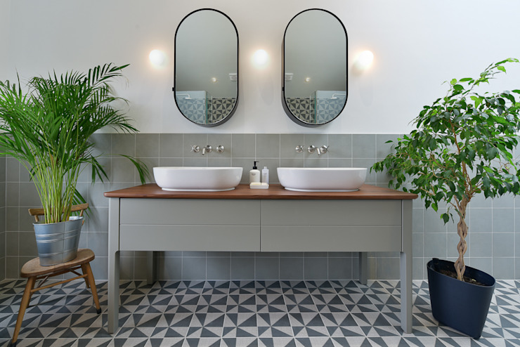 Bathroom by Graham D Holland, Modern