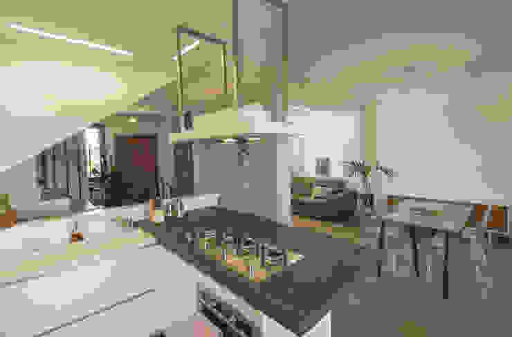 Cozinhas modernas por Architettura & Interior Design 'Officina Archetipo' Moderno