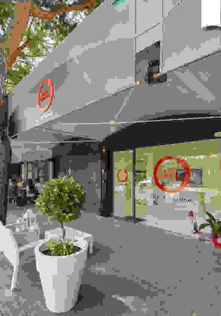 Lojas & Imóveis comerciais modernos por Architettura & Interior Design 'Officina Archetipo' Moderno