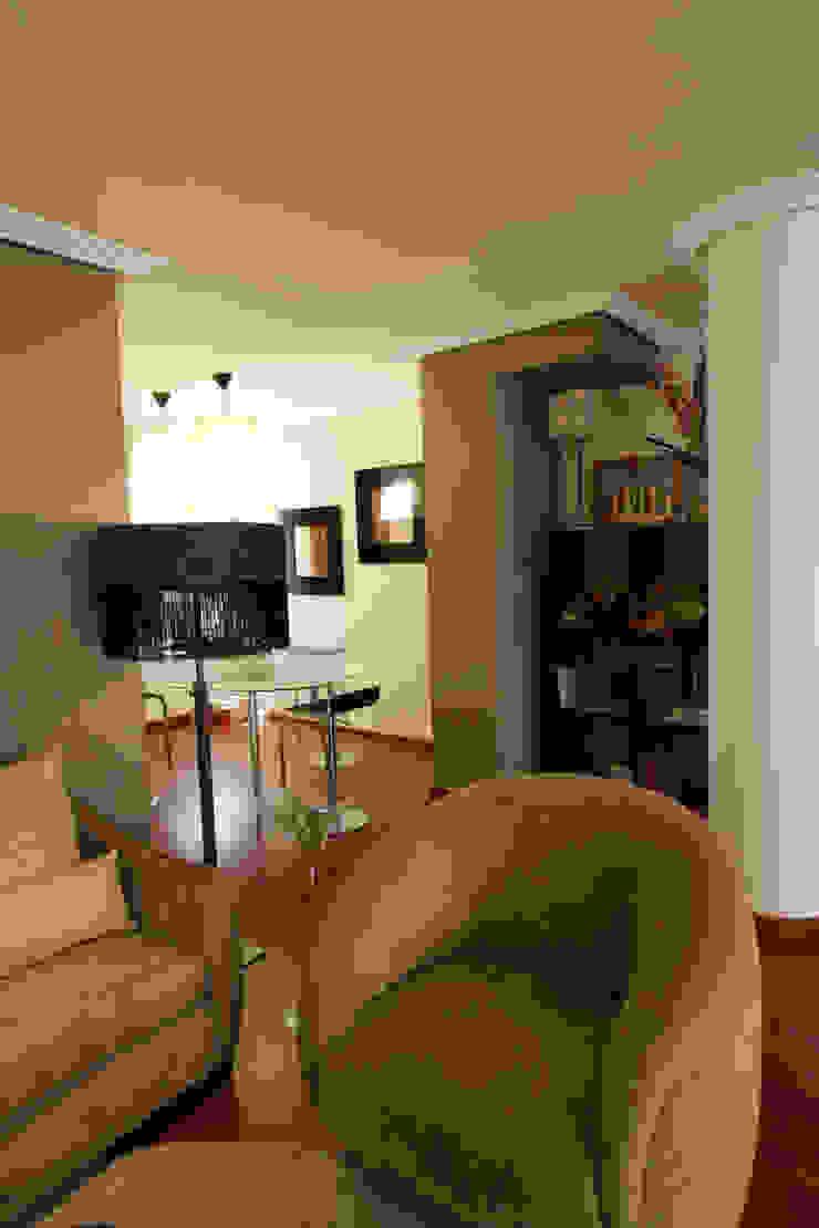 Rincón de la sala de estar de CONSUELO TORRES Ecléctico Textil Ámbar/Dorado