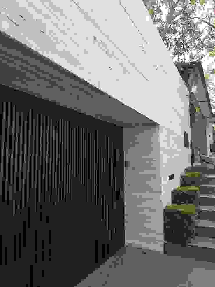 Modern houses by Caltec Modern Marble