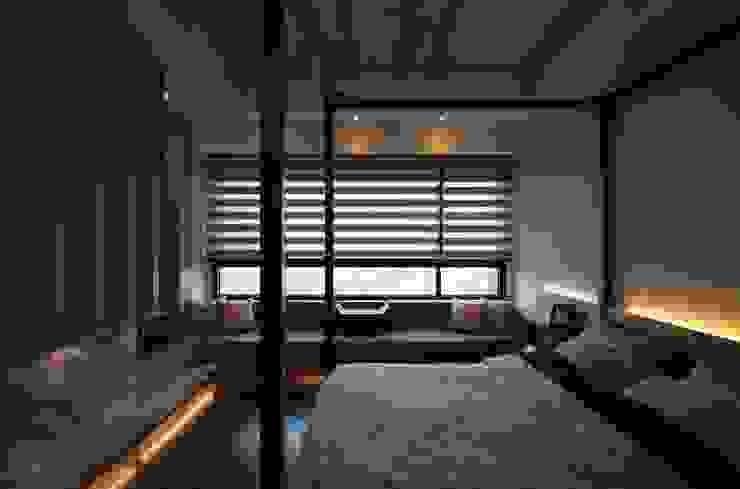 Chambre moderne par 敘述室內裝修設計有限公司 Moderne