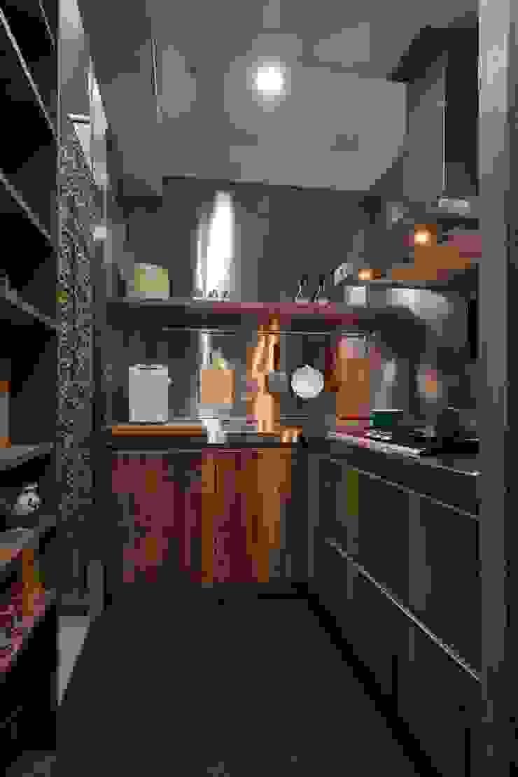 熱炒區 現代廚房設計點子、靈感&圖片 根據 敘述室內裝修設計有限公司 現代風