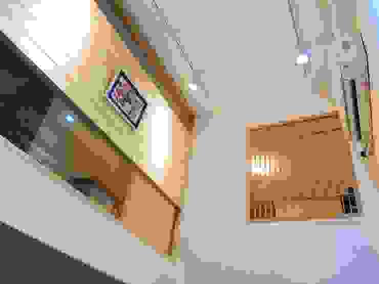 安全與設計並存 圓方空間設計 走廊 & 玄關 合板 Wood effect
