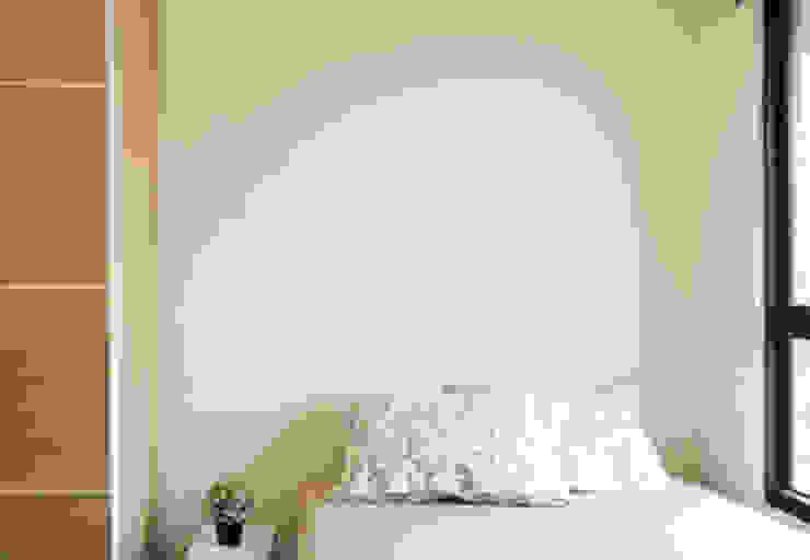 桃園吳公館 现代客厅設計點子、靈感 & 圖片 根據 夏禾創作有限公司 現代風