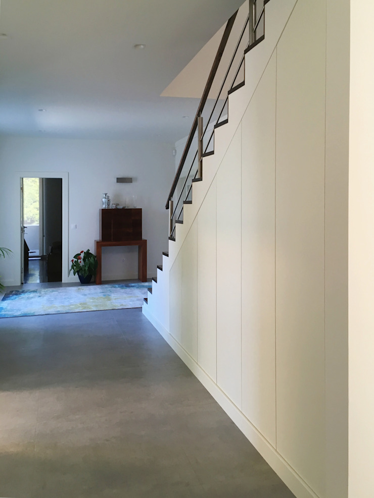 Moderner Flur, Diele & Treppenhaus von GAAPE - ARQUITECTURA, PLANEAMENTO E ENGENHARIA, LDA Modern