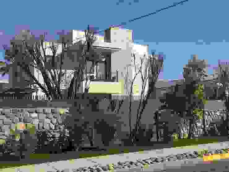 Fachada calle Casas estilo moderno: ideas, arquitectura e imágenes de Arqsol Moderno