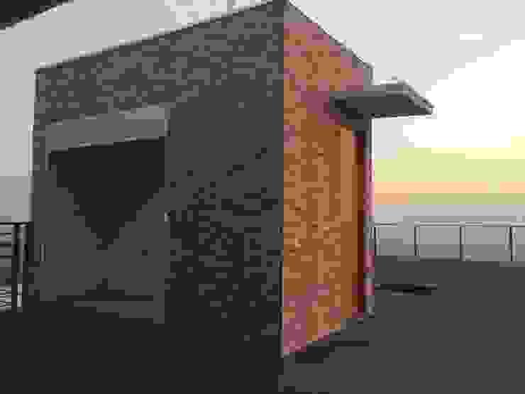 Quincho con baño sobre terraza con abalconamiento Balcones y terrazas modernos de Arqsol Moderno
