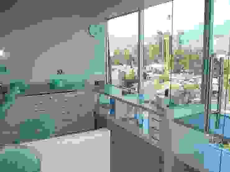 Box dental y mobiliario de oficina integrados de Arqsol Moderno