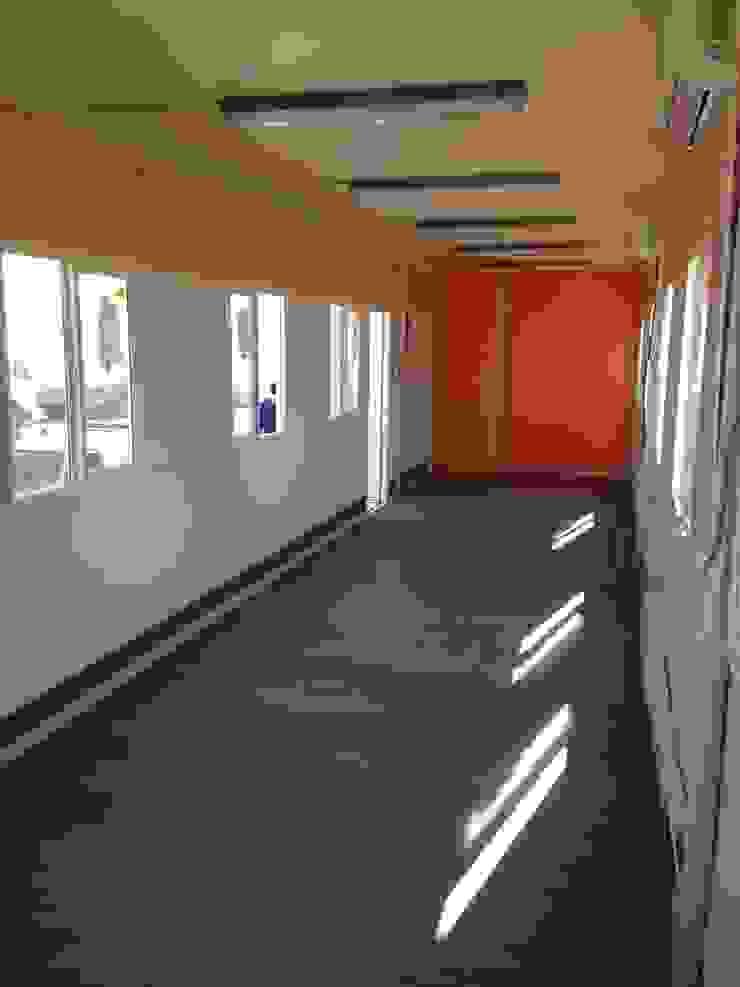 Espacio interior de comedores con sus ventanas con termopanel de Arqsol Industrial