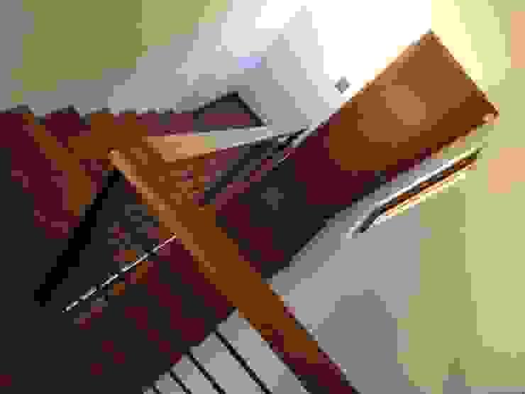 Escalera para acceder al tercer nivel de Arqsol Moderno