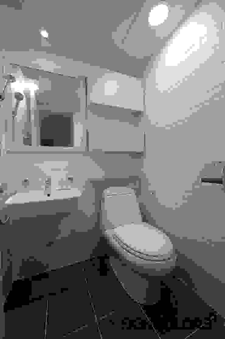 관악구 신림동 쌍용아파트 인테리어 모던스타일 욕실 by DESIGNCOLORS 모던