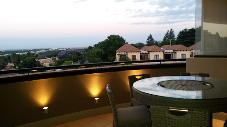Balcones y terrazas de estilo moderno de CKW Lifestyle Associates PTY Ltd Moderno