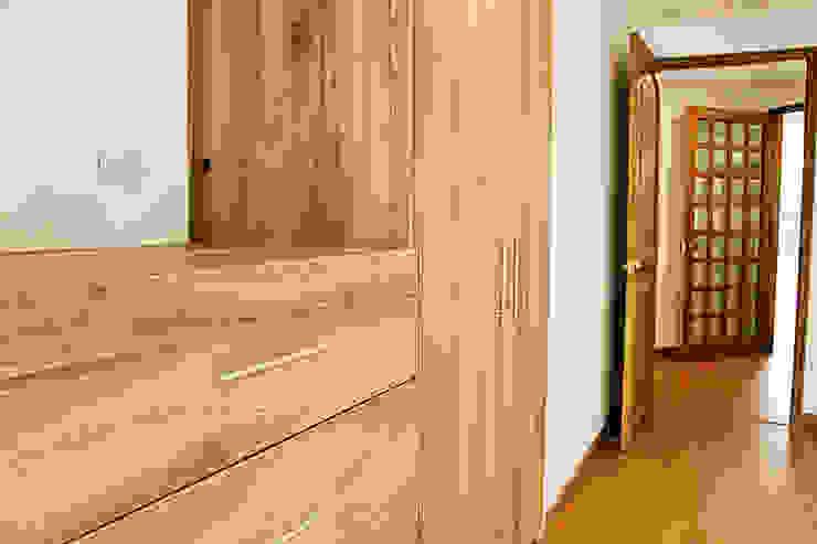 REMODELACION APARTAMENTO ROSALES Habitaciones modernas de DECORER Moderno