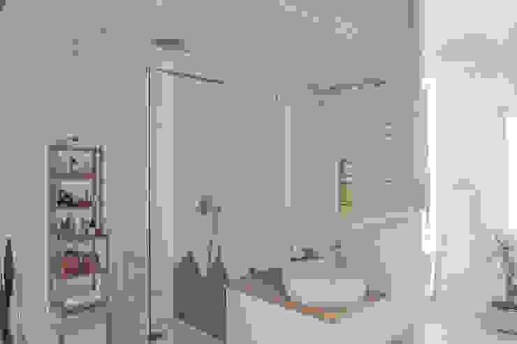 Casa Blanca Baños de estilo minimalista de Baobab Arquitectura Minimalista