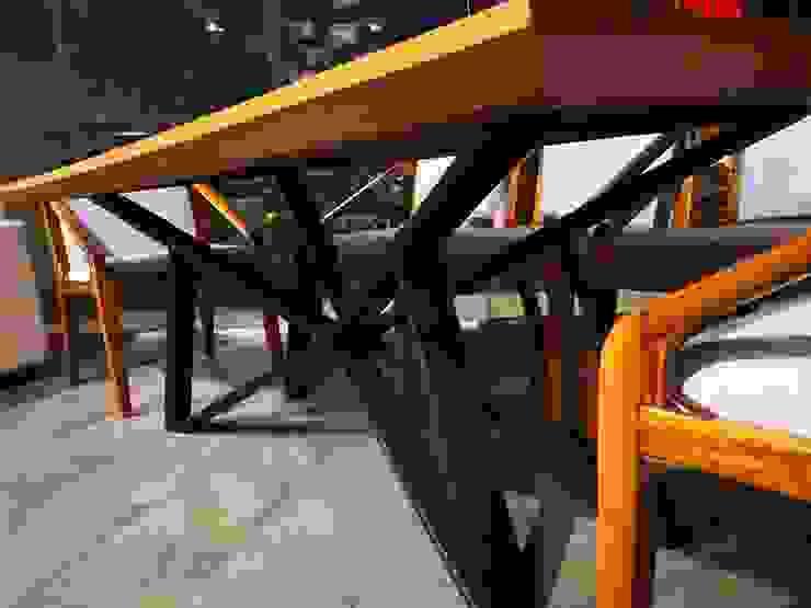 mesa de comedor en madera de parota von Tutto Design Muebles ...