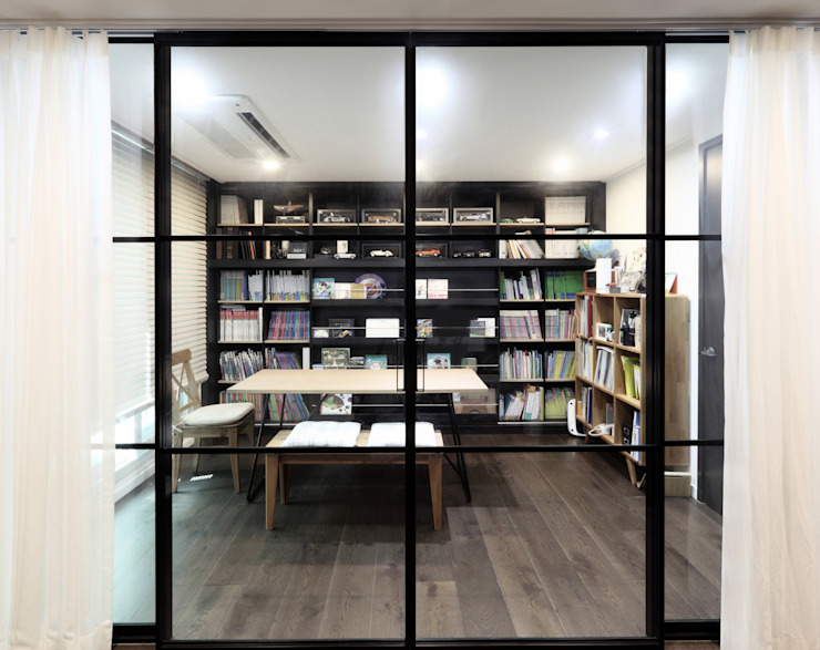 Modern Study Room and Home Office by WITHJIS(위드지스) Modern Aluminium/Zinc