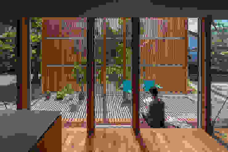 Modern Dining Room by 水石浩太建築設計室/ MIZUISHI Architect Atelier Modern