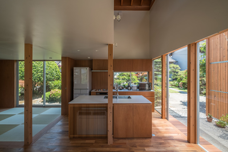 Modern Kitchen by 水石浩太建築設計室/ MIZUISHI Architect Atelier Modern