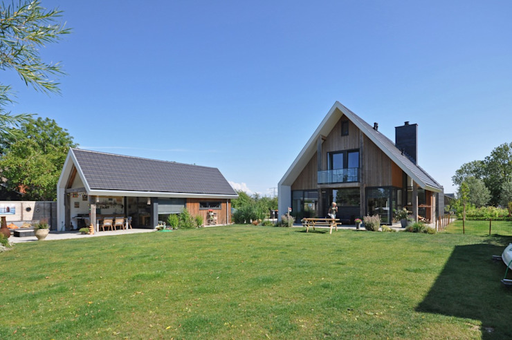 Country style house by Bongers Architecten Country