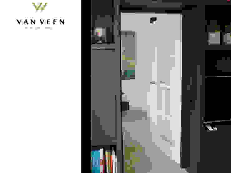 WALK TROUGH Moderne woonkamers van VAN VEEN INTERIOR DESIGN Modern Hout Hout